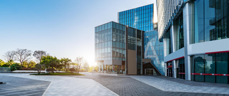 Gebäude mit Glas - ÖFFENTLICHE INSTITUTIONEN