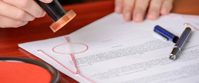 Brief und Siegel / Stempel eines Gutachtens